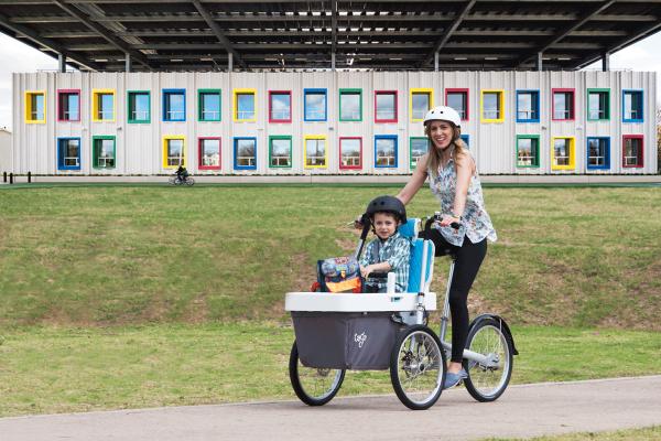 mother kid school_a tre route bike